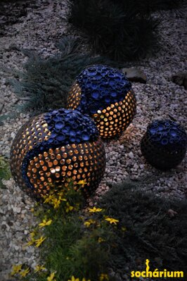 Balls with blue flowers